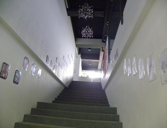 308往實驗室的樓梯佈景